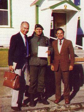 Entrega del 1er telegrama, H. Caballero, Cnel. Seineldín, J.M. Chávez