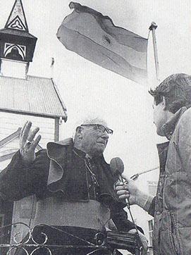 Monseñor Daniel Spraggon con Nicolas Kasanzew, periodista