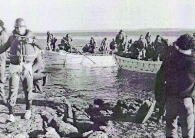Náufragos del Río Carcarñá desembarcan en Isla Soledad